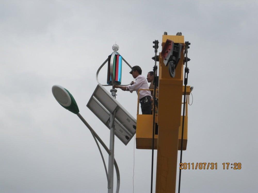 scale-1000x1000-1 Iluminación Solar y Energía Eólica para Exteriores